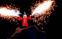 Mickey soltando fogos no Fantasmic!