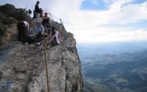 Alpinistas no topo da Pedra do Baú