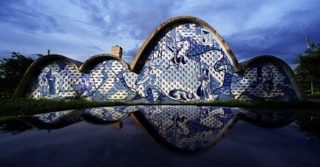 Igreja de São Francisco de Assis: detalhe para o mosaico de azulejos de Portinari