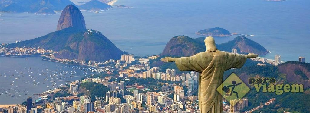 Vista aérea do Rio de Janeiro: Cristo Redentor e Pão de Açúcar