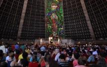 Vitrais e Cristo Suspenso na Catedral Metropolitana