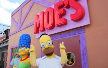 Homer e Marge na Taverna do Moe