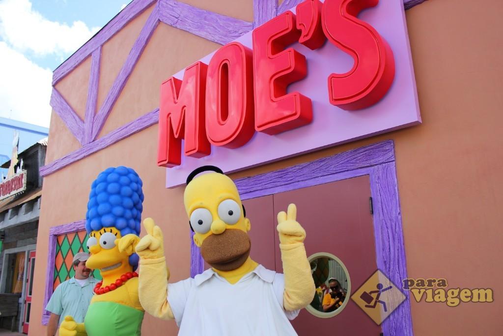 Homer e Marge na Taverna do Moe