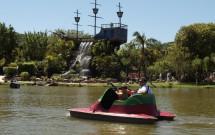 Lago dos pedalinhos e Ilha Pirata ao fundo