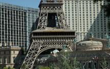 Vista de fora do Eiffel Tower Restaurant