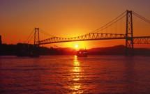 Pôr do Sol com detalhe da Ponte Hercílio Luz