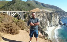 Posando na Bixby Creek Bridge