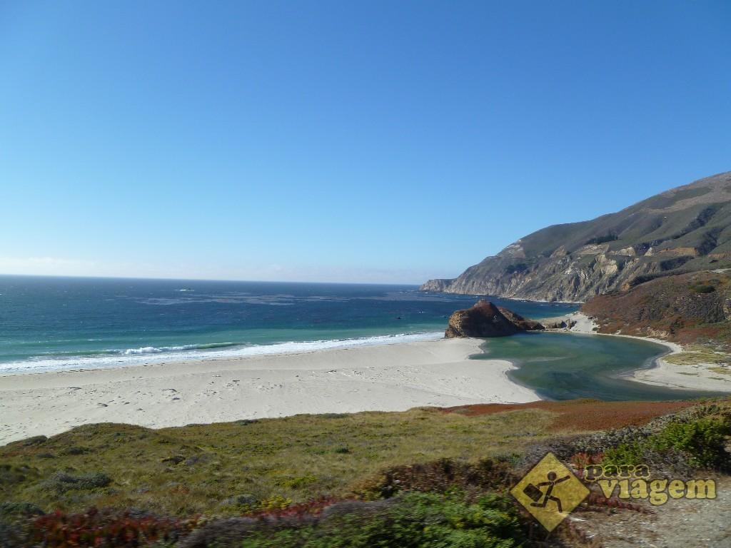 Praia Deserta na Beira da Estrada