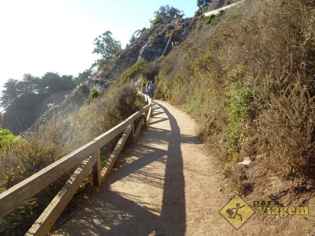 Caminho para o Julia Pfeiffer Burns State Beach