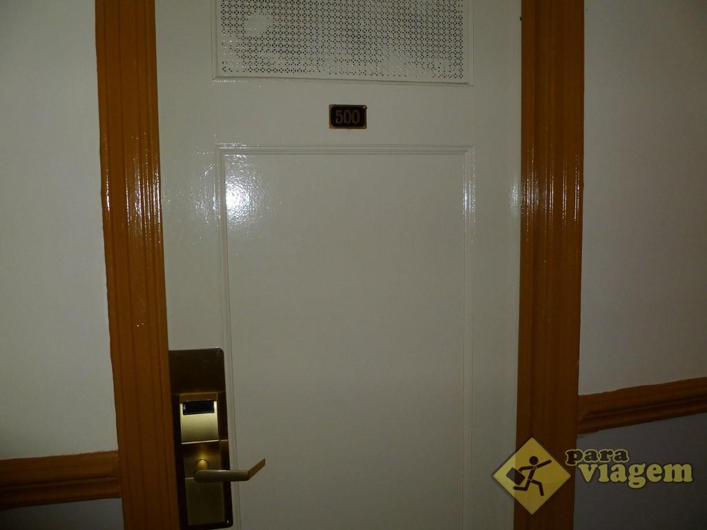Porta do Quarto do Hotel Carter