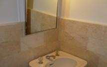 Lavatório e Espelho do Banheiro