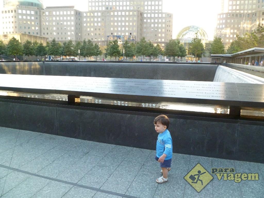 Bebê Brincando no Memorial 11 de Setembro
