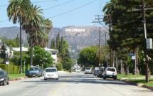 Rua em Hollywood com Letreiro ao Fundo