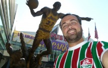 Estátua de Magic Jonhson no Staples Center