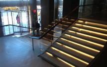 Escada de acesso à recepção do Hotel Row
