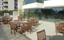 Área de lazer: varanda anexa ao restaurante