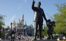Estátua do Walt Disney e Mickey na Disneylândia