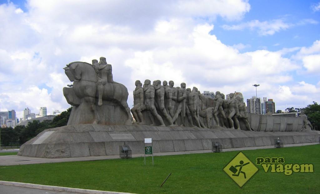Monumento às Bandeiras - entrada do Parque Ibirapuera