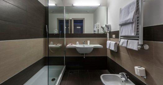 Banheiro do Hotel California em Roma