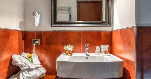 Banheiro do Navona Colors Hotel