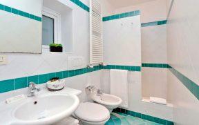 Banheiro do Palazzo Olivia Apartments