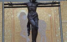 O altar e a estranha imagem de Jesus
