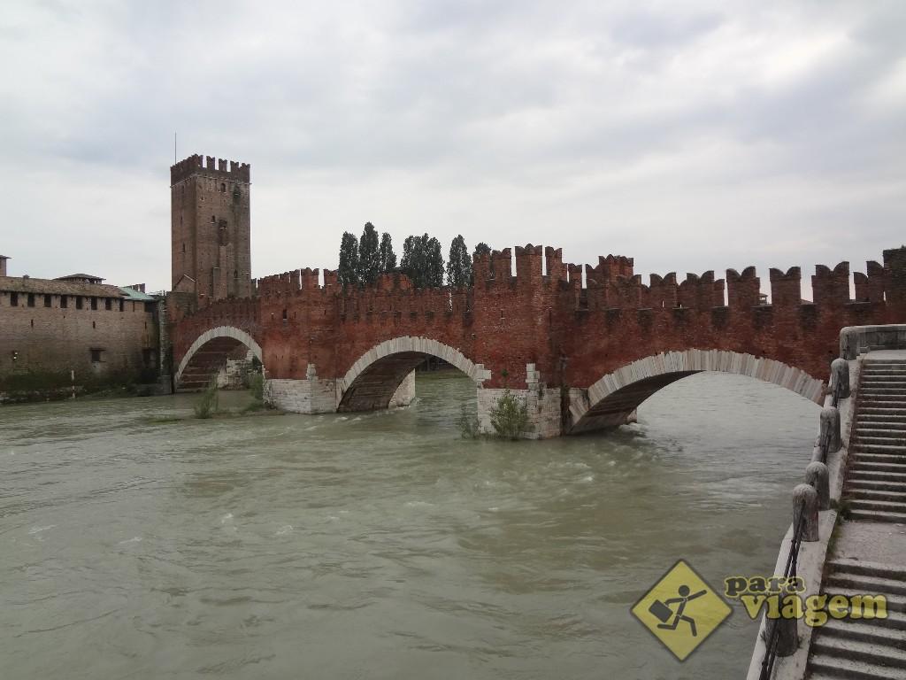 Parte do Castelvecchio e a Ponte Scaligero