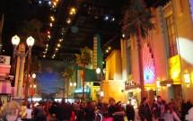 Área com restaurantes de lojinha no Walt Disney Studios