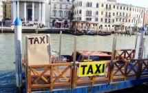 Ponto de táxi aquático em Veneza