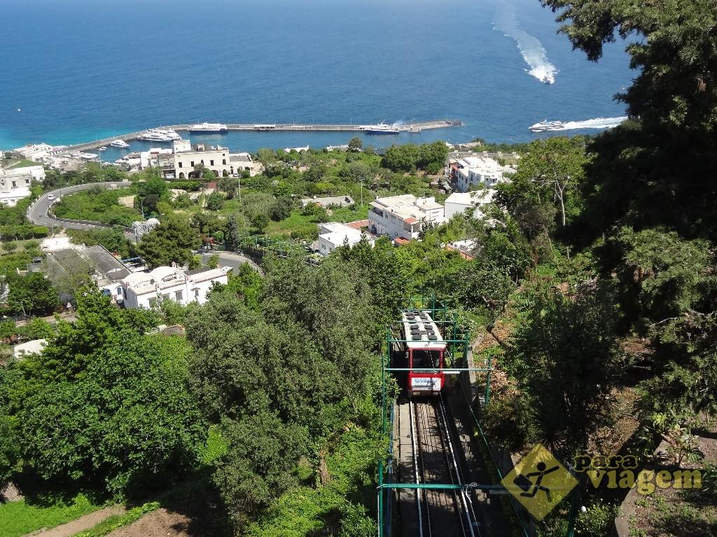 Funicular chegando a Capri