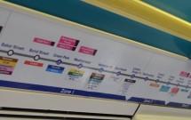 O itinerário da linha dentro do trem do metrô