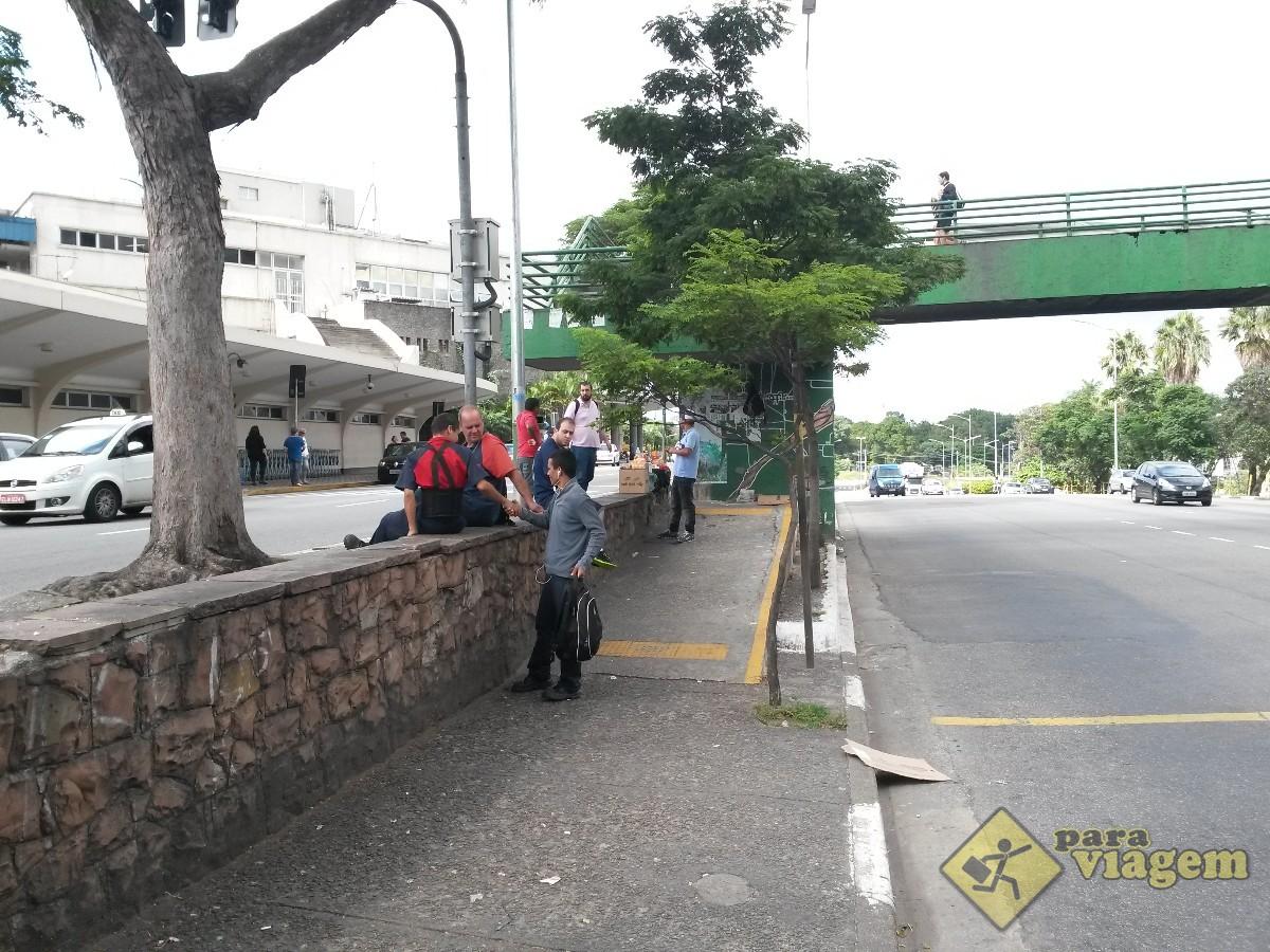 Ponto de Ônibus ao lado de Congonhas