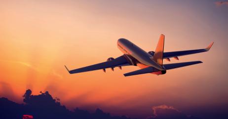 Avião Decolando