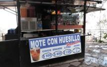 Barraquinha vendendo Mote con Hersillo