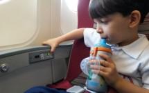 Bebendo Água no Avião na Hora da Decolagem