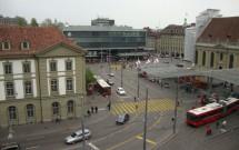 Estação de trem de Berna vista da janela do hotel