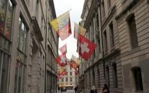 Bandeirinhas na Rue de l'Hôtel-de-Ville