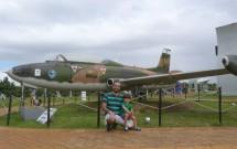 Pai e Filho com Avião na Barreira do Inferno