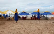 Barracas na Praia de Genipabú