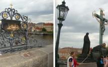 Imagem de São João Nepomuceno (esq) e o Crucifixo (dir) na Ponte Carlos