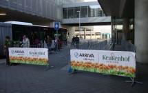 O ponto do ônibus em Schiphol (já vazio, porque era final do dia)