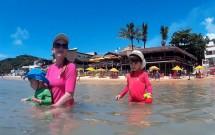 Brincando com as Crianças na Praia da Pipa