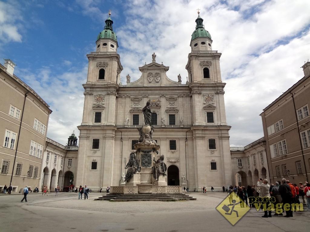 Catedral de Salzburgo e a Coluna Imaculada