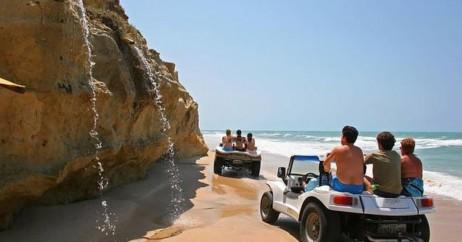 Passeio de buggy na Praia das Fontes