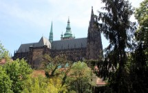Catedral de São Vito vista da rua que vem do ponto do Tram 22