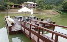 Deck no Lago do Haras Morena