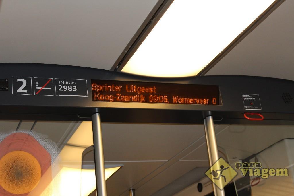 O trem deve parar em Koog-Zaandijk