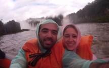 Casal Vendo as Cataratas no Passeio Macuco Safari