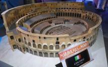 Miniatura do Coliseu de Roma no Maravilhas do Mundo