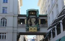 O relógio Ankeruhr na Hoher Markt